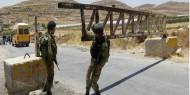الاحتلال يغلق المدخل الرئيسي لبلدة عزون ببوابة حديدية