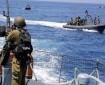 زوارق الاحتلال تستهدف مراكب الصيادين وسط قطاع غزة