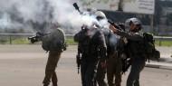 الاحتلال يهاجم مسيرة مطالبة باسترداد جثمان الشهيد أحمد عريقات