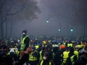 """الشرطة الفرنسية تقمع احتجاجات """"السترات الصفراء"""" في باريس"""