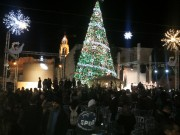 بيت ساحور تحتفل بإضائه شجرة عيد الميلاد