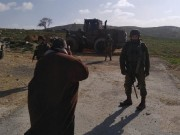 جيش الاحتلال يغلق طريقا بالسواتر الترابية جنوب نابلس