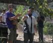 مستوطنون يعتدون على عائلة قرب حاجز وسط الخليل