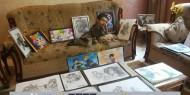 """بريشة وألوان وقلم رصاص.. """"الدلو"""" فنان فلسطيني يتحدى الإعاقة"""