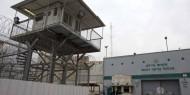 الاحتلال يقتحم سجن عسقلان وينقل 50 أسيراً لقسم 3