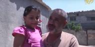 رامي الغلايني.. موظف قطعت السلطة راتبه ودمرت قنابل الاحتلال حياة طفلته