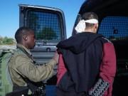 الاحتلال يعتقل مواطنًا بزعم محاولته خنق إسرائيلي على معبر الكرامة