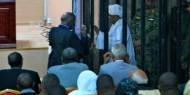 بالفيديو|| لحظة وصول البشير لمقر محاكمته في قضية «الثراء الحرام»