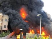 اندلاع حريق في مصنع للبلاستيك جنوب الخليل