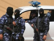 شاهد بالفيديو  شرطة غزة تعتدي على شاب بسبب تواجده على شاطئ البحر