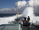 الاحتلال يستهدف مراكب الصيادين في بحر بيت لاهيا