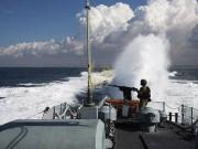 زوارق الاحتلال تستهدف بنيران رشاشاتها مراكب الصيادين في غزة