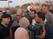 أسير محرر مقطوع راتبه يعبر عن غضبه خلال مظاهرة في رام الله