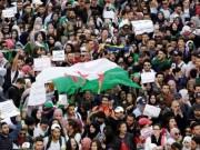 الآلاف ينظمون مسيرة في العاصمة الجزائرية للمطالبة بإلغاء الانتخابات الرئاسية