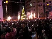 مسيحيو غزة يضيئون شجرة الميلاد إيذانا ببدء الاحتفال بالأعياد