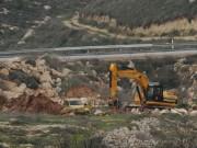 آليات الاحتلال تجرف عشرات الدونمات في قلقيلية