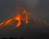 شاهد|| ثوران بركان جبل سينابونغ شمال سومطرة الإندونيسية اليوم