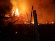 حريق هائل بمصنع أحدية في بلدة الرام