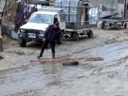 مياه الأمطار تفاقم معاناة أهالي غزة وسط انعدام أساسيات الحياة