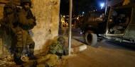 الاحتلال يحتجز شابين جنوبي نابلس