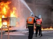 اخماد حريق في القرية البدوية شمال غزة