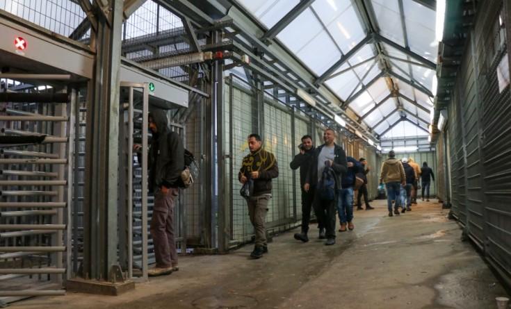 الاحتلال يعلن نيته زيادة عدد العمال الفلسطينيين في الداخل