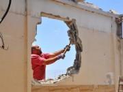 الاحتلال يجبر عائلة مقدسية على هدم منزلها في الطور