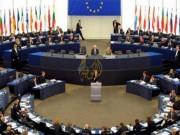بالفيديو|| نائب بالبرلمان الأوروبي يحضر جلسة دون سروال