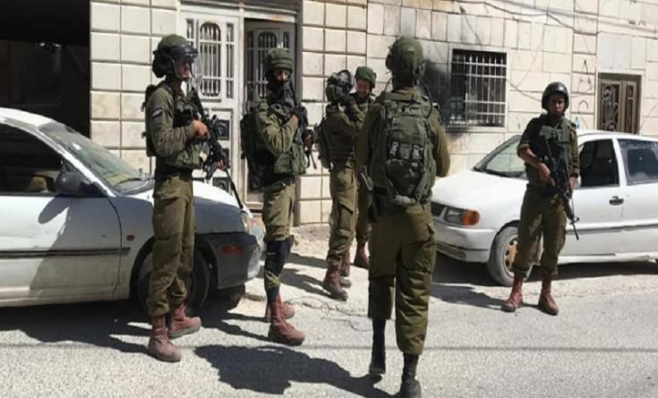 بالأسماء|| الاحتلال يستدعي 4 مواطنين في الخليل