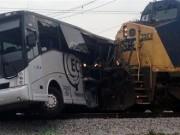 19 قتيلًا جراء تصادم قطار بحافلة شرقي باكستان