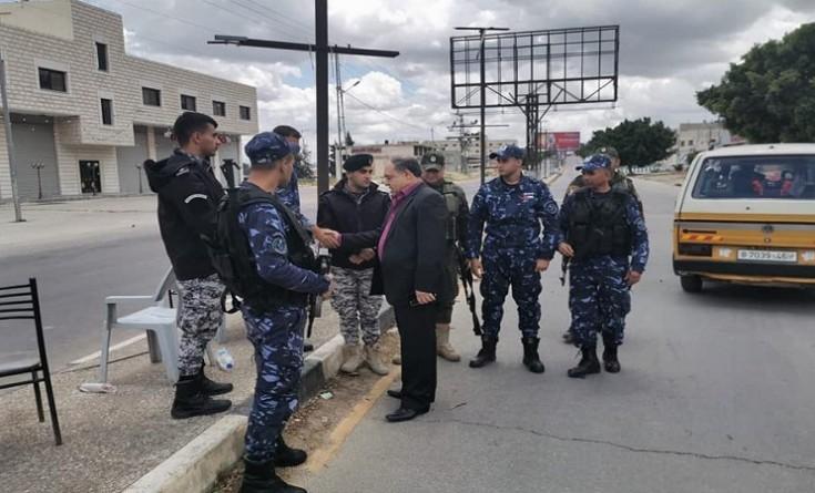 """الاحتلال يطلق قنابل صوتيه تجاه محافظ نابلس ويجبره على قطع زيارته لـ""""حوارة"""""""