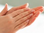 خلطة طبيعية لتفتيح اليدين