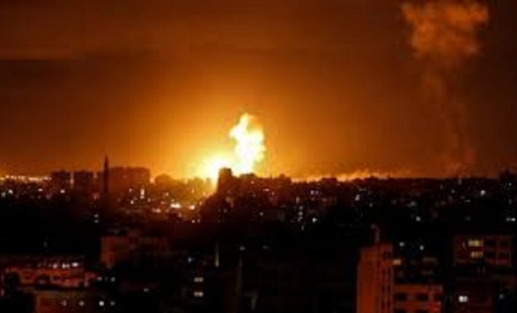 بالفيديو والصور|| 4 إصابات خلال القصف الإسرائيلي لقطاع غزة.. وجيش العدو يعلق