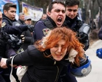 تركيا: اعتقال 25 امرأة شاركن في احتجاج ضد الحزب الحاكم