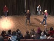 المسرح في غزة يشق طريقه نحو الانتشار رغم قلة الإمكانيات