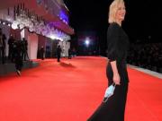 الكمامات تميز أزياء مهرجان فينيسيا 2020