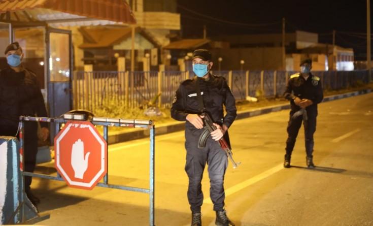 """إغلاق المساجد والجامعات والمدارس وإعلان """"حظر التجول"""" لمواجهة كورونا في غزة"""