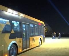 خاص بالفيديو|| حافلات كهربائية وتذاكر إلكترونية.. مصر تعزز خدمة الزائرين بمنطقة الأهرامات
