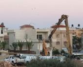 شاهد| جرافات الاحتلال تهدم منزلاً فلسطينياً في مدينة كفر قاسم بالداخل المحتل