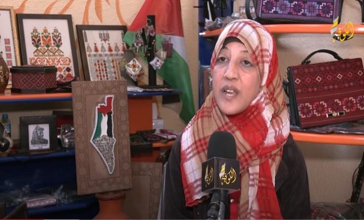 فيديو وصور|| سوسن الخليلي.. فلسطينية تتغلب على اعاقتها من خلال الرسم التراثي على الزجاج