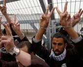 وقفة تضامنية بجنين مع 5 أسرى مضربين عن الطعام في سجون الاحتلال