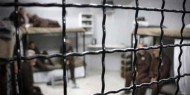 ثلاثة أسرى يعانون أوضاعا صحية صعبة داخل سجون الاحتلال