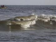موج البحر يقذف ثروة ضخمة على أحد الشواطئ الأمريكية
