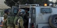 الخليل: الاحتلال يعتقل أسيران محرران ويستدعي آخر