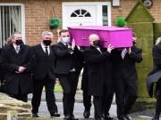 بالصور|| جنازة باللون الوردي في بريطانيا