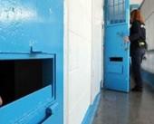 محكمة الاحتلال تمدد اعتقال الأسيرة منى قعدان