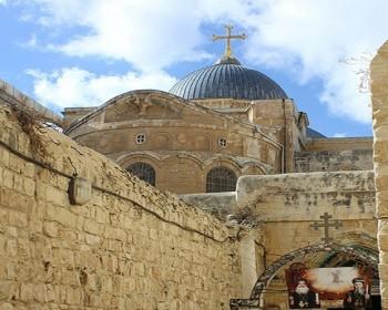 """بالصور والفيديو   كورونا والاحتلال.. منغصات أجواء احتفال """"سبت النور"""" داخل أسوار القدس"""