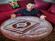 بالصور|| مغربي يبدع في رسم لوحات فنية بالملح
