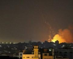 الاحتلال يشن غارات على غزة والفصائل تتوعد بالرد