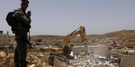 القدس: آليات الاحتلال تهدم منشآت تجارية قرب حاجز حزما العسكري